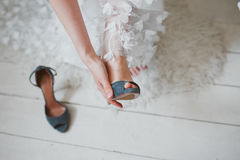 Putting shoes. Bride putting on wedding shoes Royalty Free Stock Photos