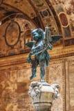 Putto col. delfino di verrocchio, beroemde omhoog geschoten beeldhouwwerk dicht royalty-vrije stock foto