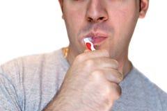 Putzen seiner Zähne Lizenzfreie Stockbilder