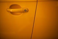 Puxador da porta amarelo do carro Foto de Stock Royalty Free