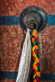 Puxador da porta das portas no monastério budista tibetano do gompa de Thiksey imagem de stock royalty free