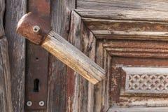Puxador da porta de madeira velho Fotografia de Stock