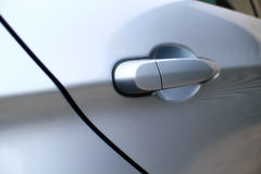 Puxador da porta de um sedan luxuoso Fotos de Stock Royalty Free