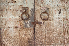 Puxadores da porta de aço galvanizados velhos Foto de Stock