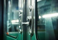 Puxadores da porta do metro foto de stock