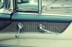 Puxadores da porta em carros do vintage Carro retro elegance imagens de stock royalty free