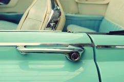Puxadores da porta em carros do vintage Carro retro elegance prestige vin imagem de stock royalty free