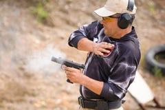 Puxando o treinamento da arma Fotos de Stock Royalty Free