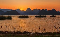Puzhehit en la puesta del sol Fotos de archivo libres de regalías
