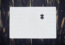 Puzzel met één laatste ontbrekend stuk Stock Foto's