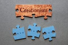 Puzzle assorti et par évolution mal adapté de créationisme Image libre de droits