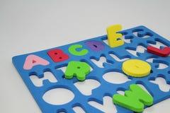 Puzzle coloré d'alphabet de mousse. Photographie stock libre de droits