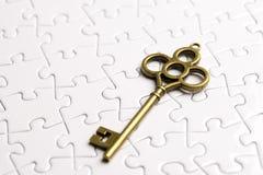 Puzzle con la chiave antica, concetto di affari Fotografia Stock
