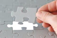 Puzzle con la mano Immagini Stock