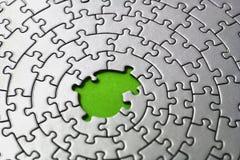 Puzzle d'argento con le parti mancanti nel centro Fotografia Stock