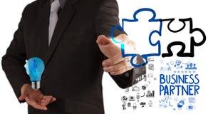 Puzzle d'association de dessin de main d'homme d'affaires Images stock