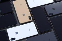 Puzzle d'or de Xs d'iPhone, d'argent et du gris de l'espace, horizontal images libres de droits