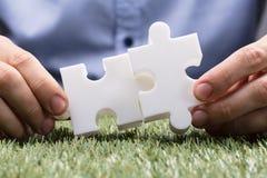 Puzzle de Person Connecting Two White Jigsaw image libre de droits