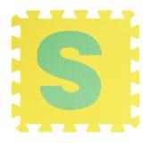 Puzzle del testo di S su fondo bianco, EVA Foam di collegamento, Clipp fotografia stock libera da diritti