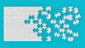 Puzzle denteux blanc avec les morceaux non résolus sur le fond bleu 3d Photos stock