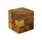 Puzzle di legno del cubo isolato fotografie stock libere da diritti