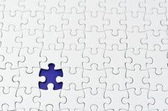 Puzzle di puzzle bianco normale. Immagine Stock
