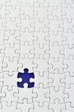 Puzzle di puzzle bianco normale. Immagini Stock