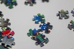 Puzzle e pezzi di puzzle Immagini Stock