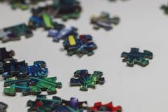 Puzzle e pezzi di puzzle Immagine Stock