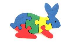 Puzzle en bois coloré de lapin Image stock