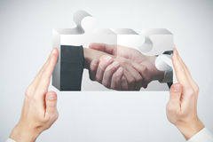 Puzzle et concept de partenariat photographie stock libre de droits