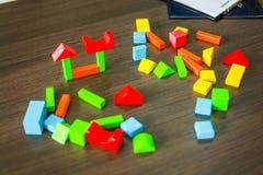 Puzzle facendo uso di sviluppo del cervello per i bambini che vogliono imparare fotografia stock