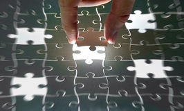 Puzzle pieces and hand Royalty Free Stock Photography