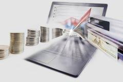 Puzzle Sulution di affari tramite il computer portatile, computer, Internet, bancomat fotografie stock