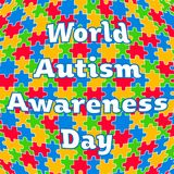 Puzzle variopinto con il giorno di consapevolezza di autismo del mondo del testo Immagini Stock