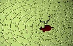 Puzzle verde con la parte mancante che pone sopra lo spazio Fotografia Stock Libera da Diritti