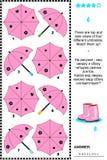 Puzzle visuel avec des vues de côté supérieures et des parapluies Photos stock