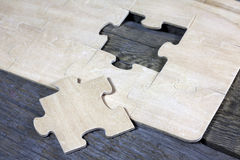 Puzzle on wooden boards team business concept Royalty Free Stock Photography