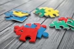 Puzzles de couleur sur le fond Photographie stock libre de droits