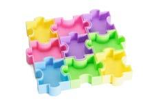 Puzzles denteux en plastique multicolores Photographie stock