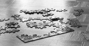Puzzles sur le vieux plancher en bois, plan rapproché photographie stock libre de droits