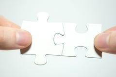 Puzzlespiel in den Händen Stockfotografie