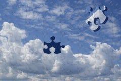 Puzzlespiel des blauen Himmels Stockfotos