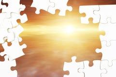 Puzzlespiel und Himmel lizenzfreies stockfoto