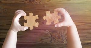 Puzzlespiele in den Händen Logik Stockfotografie
