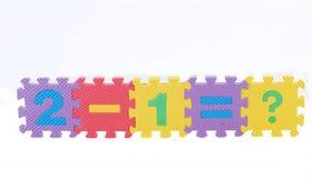 Puzzlespiele der Abbildung ein Beispiel 2-1 = Lizenzfreies Stockfoto