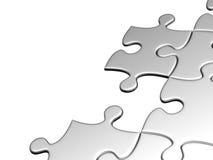 Puzzlespiele festgeklemmt auf weißem Hintergrund Stockbild