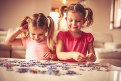 Puzzlespiele ist für das Spielen lustig Stockfotografie