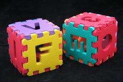 Puzzlespielwürfel mit Zeichen Lizenzfreies Stockfoto