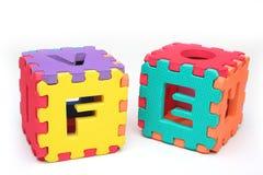 Puzzlespielwürfel mit Zeichen Lizenzfreie Stockfotos